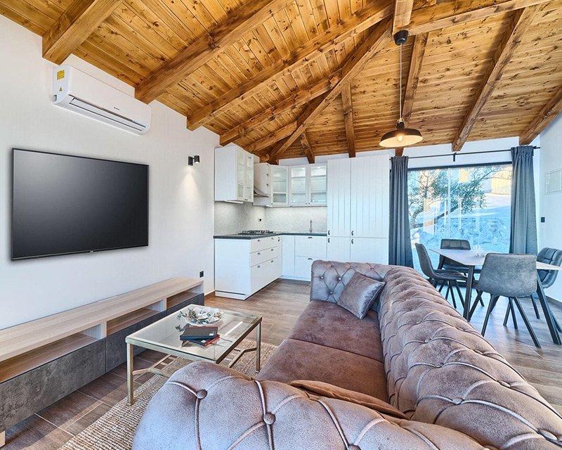 Bungalow for 4 living room Golden Haven resort