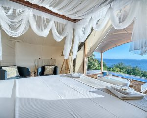 Glamping for 2 sea view from bed Golden Haven resort