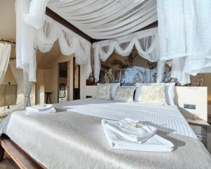 Glamping for 2 king size bed Golden Haven