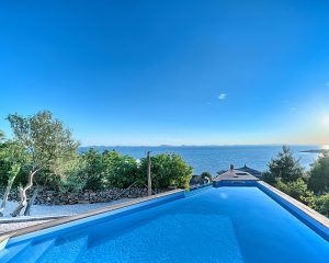 Glamping for 4 sea view from swimming pool Golden Haven