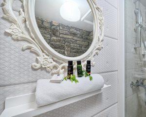 Stonehouse bathroom Golden Haven resort