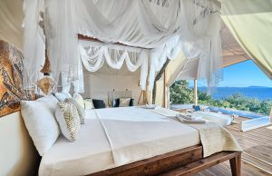 Glamping for 4 king size bed with sea view