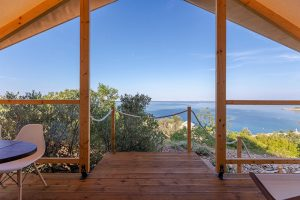 Glamping for 4 sea view Golden Haven