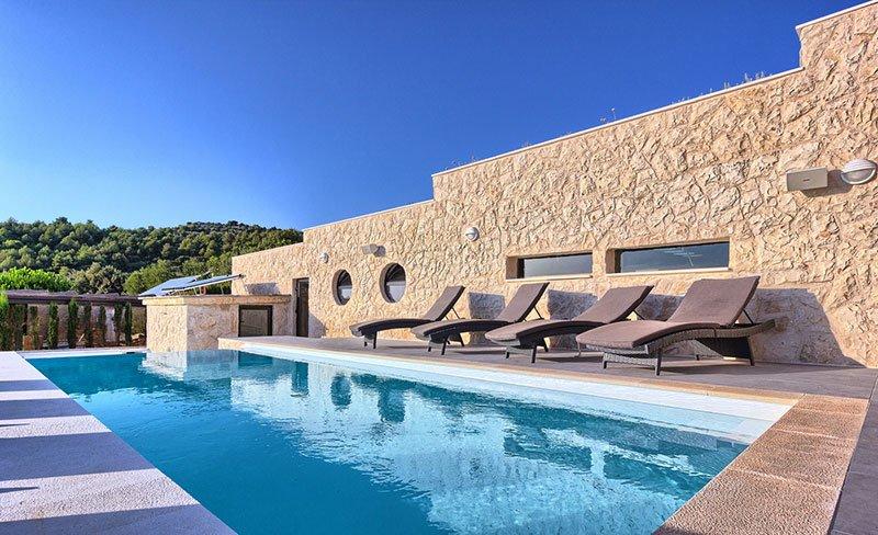Villa Vita swimming pool Golden Haven