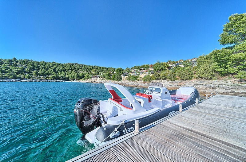Boat for private boat tours Golden Haven
