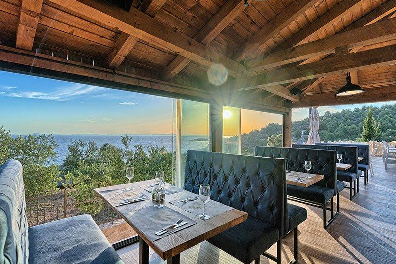 Restaurant stunnig sea view Golden Haven