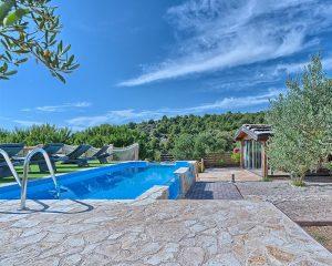 Villa Maria swimming pool Golden Haven